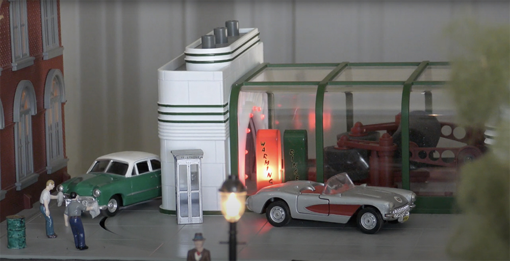 MTH model gas station with model car