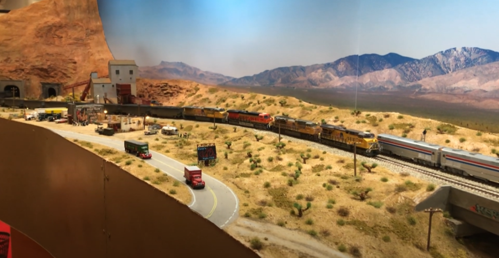 A Monoth mostra locomotive on a layout scene