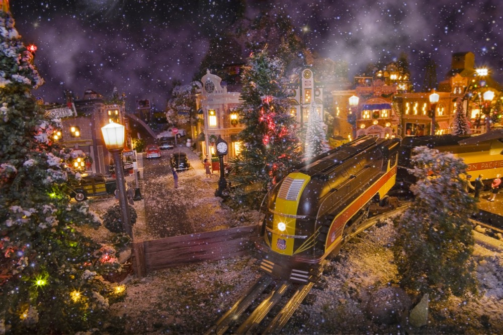 Donald and Miriam Pruter 12 x 20-foot O gauge Christmas layout
