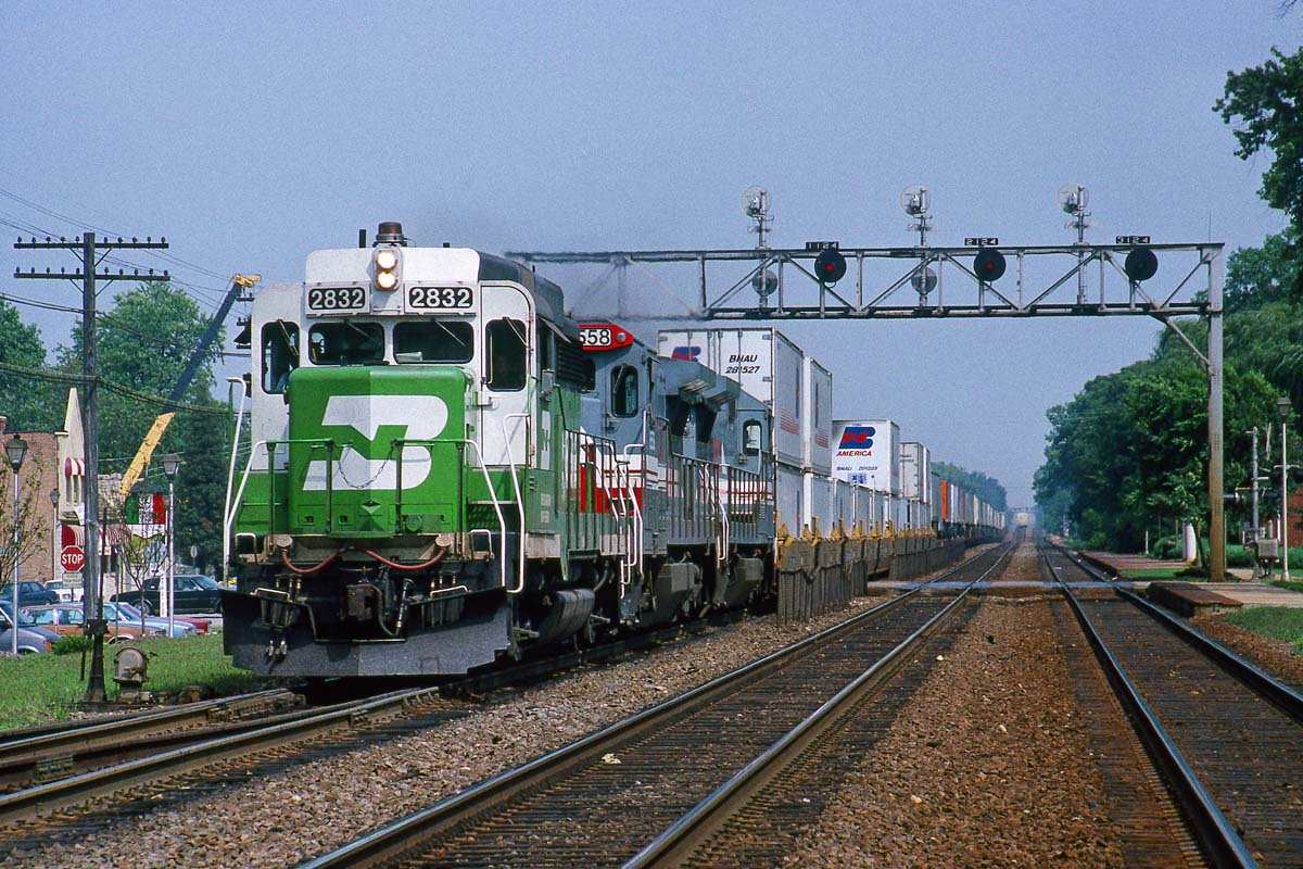 On Aug. 25, 1990, a Burlington Northern GP39M leads two LMX locomotives on train No. 3 down the