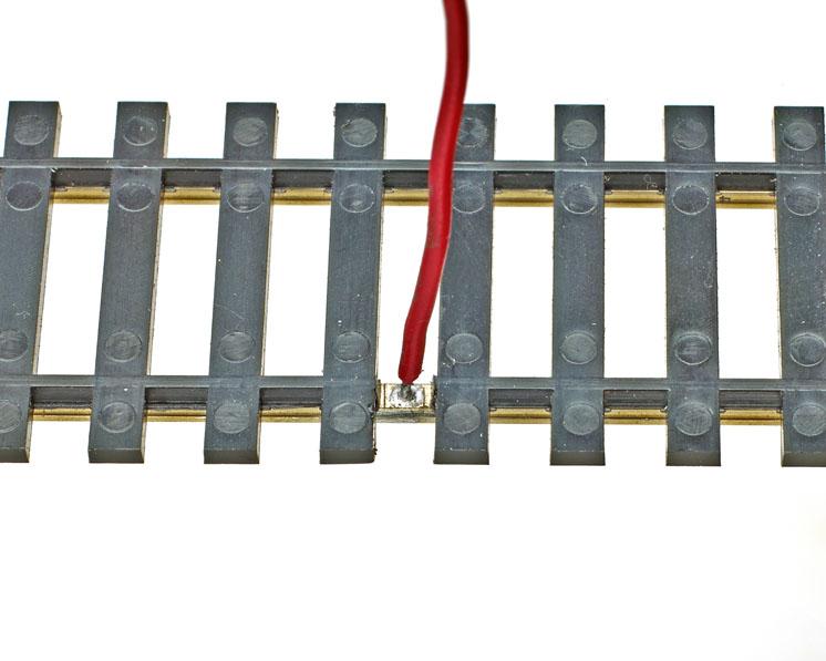 modeltraintrackfeederwire02