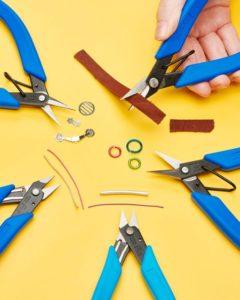 Scissors cutting materials