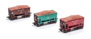 Athearn HO scale 24-foot ore cars with load