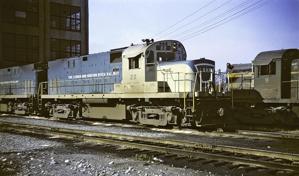 Lehigh & Hudson River C420 diesel locomotive .
