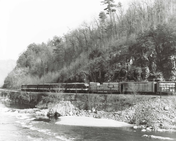 F7A 4219 and F3A 6709 bracket three B units on an Asheville-bound Southern Railway freight along the French Broad River in April 1966.