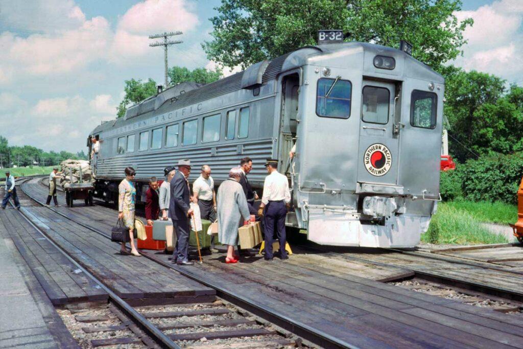 Single unit stainless passenger train