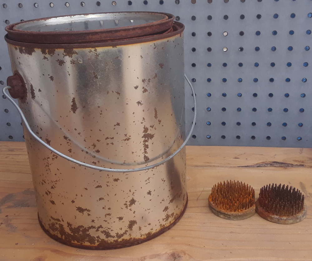 Metal paint can with metal flower frogs
