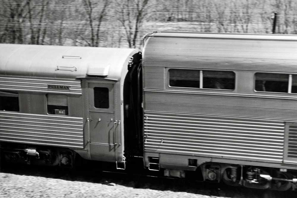 Mismatched high- and low-level equipment on a passenger train