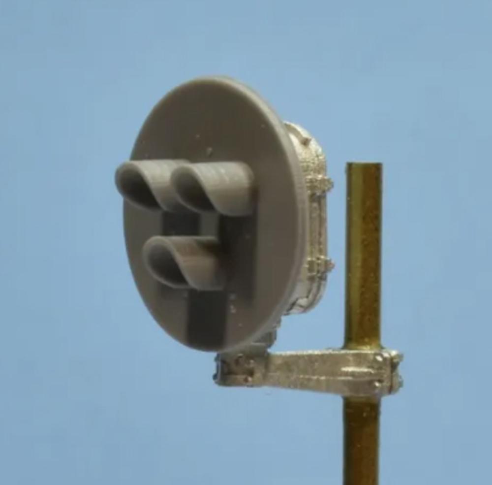 Showcase Miniatures HO scale General Railway Signal Type G Tri-Light signal head.