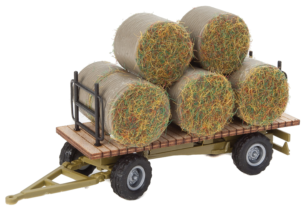 Walthers SceneMaster HO scale hay trailer with load.