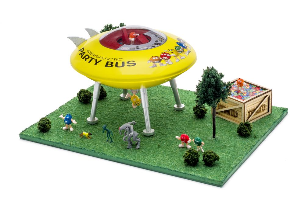 M&M UFO scene.