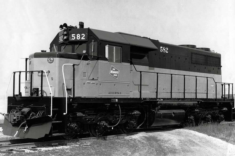 Diesel locomotive with side handrails and a black roof