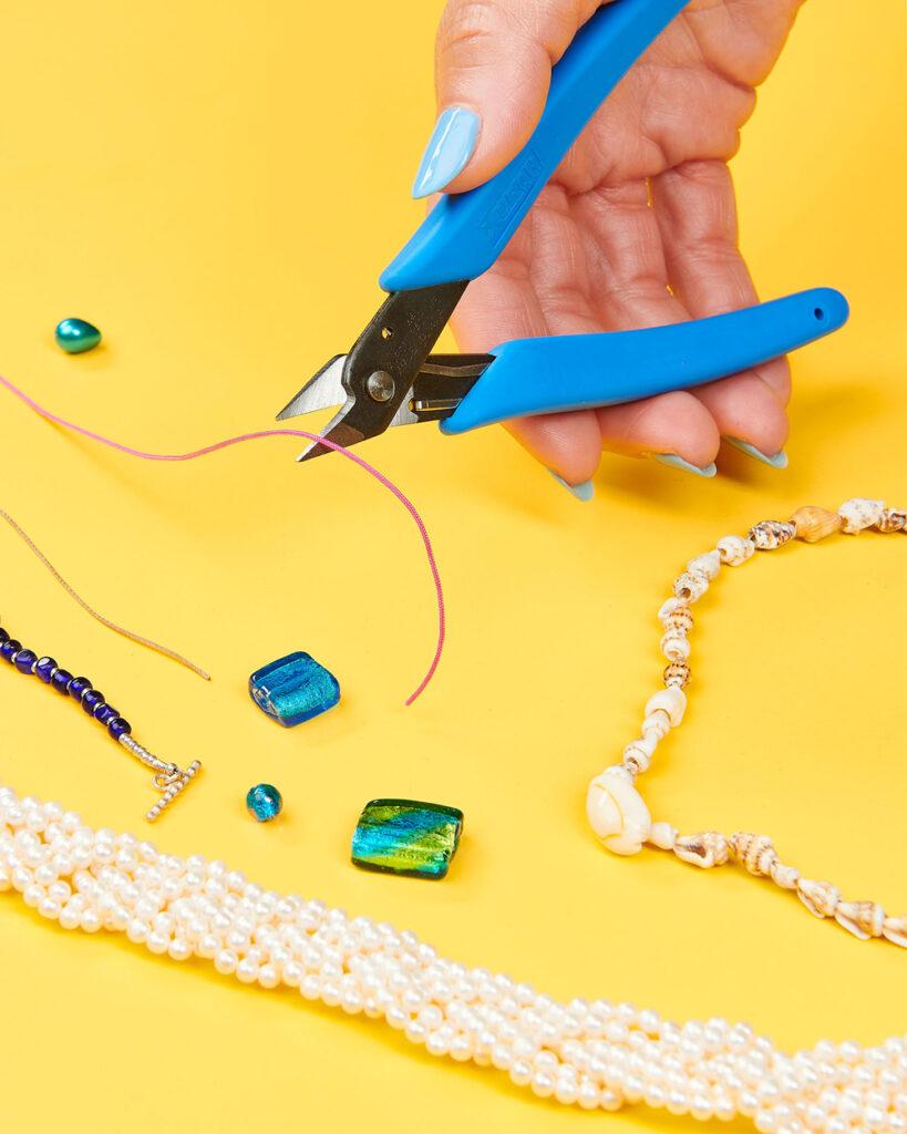 Serrated-edge scissors